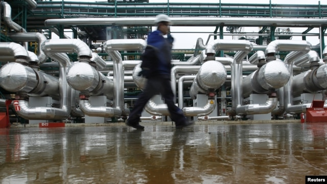 An employee walks through the Slavneft-YANOS refinery in the city of Yaroslavl, about 250 kilometers northeast of Moscow, October 25, 2012.