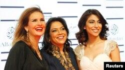 میشا شفیع مصری گلوکارہ یسریٰ اور بھارتی فلمساز میرا نائر کے ہمراہ