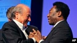 Pelé (gauche) et Sepp Blatter