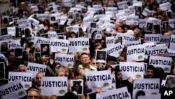 عکس آرشیوی از یهودیان آرژانتین که خواستار اجرای عدالت در پرونده آمیا شدند.