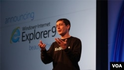 Dean Hachamovitch, vicepresidente de Internet Explorer, presentó las nuevas características del navegador.