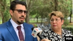 Mervis Pereira y Joao Pereira piden por la liberación de José Pereira, quien trabajaba como presidente encargado de CITGO cuando fue encarcelado en Caracas, en noviembre del 2017. [Foto: Jorge Agobian]