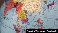 Hình ảnh bản đồ trên quả địa cầu do một công ty của Ukraine bán trên mạng trong đó một phần lãnh thổ Việt Nam được đưa vào lãnh thổ Trung Quốc. (Photo Facebook Nguyễn Việt Long)