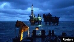 中国国企巨头中海油在渤海辽东湾的海上钻井平台。(资料照)