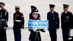 在南韓烏山空軍基地舉行的軍人遺骸移交儀式。(2018年7月27日)