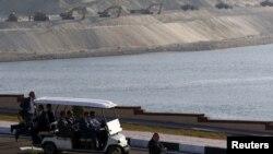 8月6日埃及蘇伊士運河新擴建部分部份﹐舉行隆重開幕儀式。