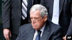 Hastert, ahora de 74 años, se declaró culpable el año pasado de violar las leyes bancarias por haber hecho retiros de altas cantidades de dinero con el fin de pagar a una persona $3,5 millones de dólares para ocultar el abuso sexual.