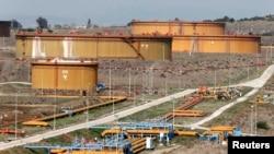Türkiyənin Aralıq Dənizi sahilindəki Ceyhan limanında neft çənləri