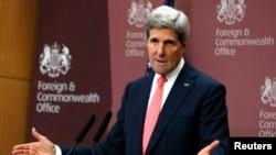 Menlu AS John Kerry berusaha meredakan ketegangan hubungan AS dan Arab Saudi dalam lawatan mendatang (foto: dok).