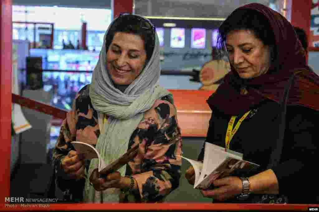 حضور فاطمه معتمدآریا در روز نخست سی و پنجمین جشنواره جهانی فیلم فجر عکس: مهران ریاضی