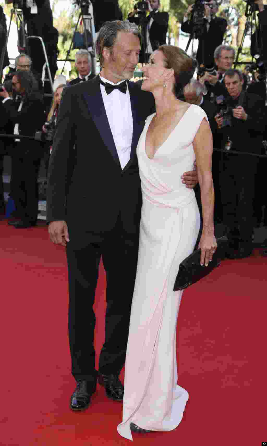 Actor Mads Mikkelsen and his wife Hanne Jacobsen arrive for the awards ceremony of the 66th Cannes Film Festival, May 26, 2013.