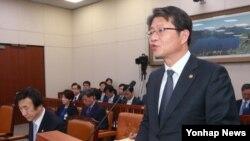 류길재 한국 통일부 장관이 24일 국회에서 열린 외교통일위 전체회의에서 발언하고 있다.