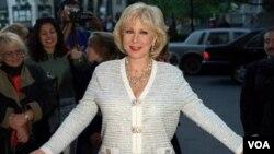 Cristina Saralegui fue reconocida con una estrella en el Paseo de la Fama en Hollywood, en 1999.