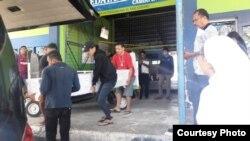 Kedatangan jenazah ke-75 tahun 2019 di Bandara Kupang, dijemput pegiat kemanusiaan. (Foto courtesy: Emy Sahertian)
