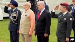 Нарендра Моди и Биньямин Нетаньяху (в центре)