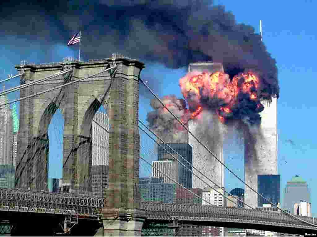 世貿中心第二座大廈遭受恐怖襲擊的那一刻