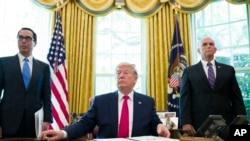 特朗普總統在橢圓形辦公室簽署制裁伊朗的行政令後聽取記者提問。(2019年6月24日)