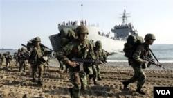 Latihan perang Angkatan Laut Korea Selatan di lepas pantai timur, diselenggarakan bersamaan dengan latihan Angkatan Udara di Pocheon.