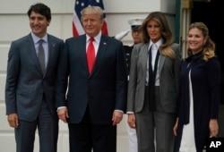 川普總統夫婦在白宮迎接到訪的加拿大總理特魯多夫婦。 (2017年10月11日)
