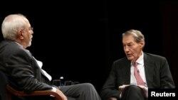 Ký giả Charlie Rose (phải) phỏng vấn Ngoại trưởng Iran Mohammad Javad Zarif tại một sự kiện song song với Đại Hội Đồng LHQ ở Manhattan, New York, ngày 27/9/2017.