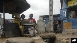 Les Ivoiriens dans la crainte d'un effondrement du système bancaire
