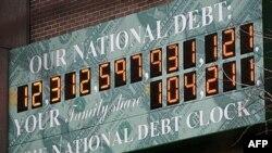 Nacionalni merač zaduženosti Sjedinjenih Država, postavljen na fasadi jedne zgrade u Njujorku
