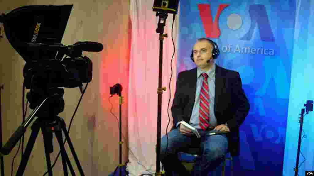 Amerika'nın Sesi Türkçe Bölümünden Alp Esmer