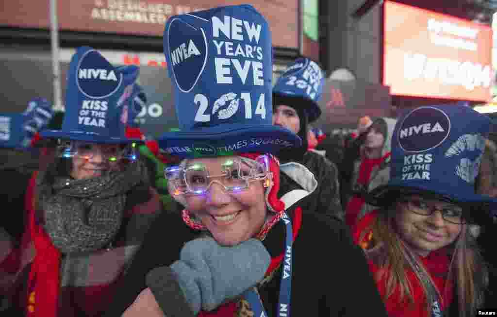 نیو یارک میں نئے سال کو روایتی طور پر ٹائمز اسکوائر میں نئے سال کی گنتی سے شروع کیا گیا۔