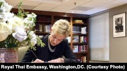 Kristie Kenney,Counselor of the State Department signs the condolence book at the Royal Thai Embassy. Oct,17 2016.