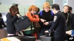 圖為上海機場安檢。