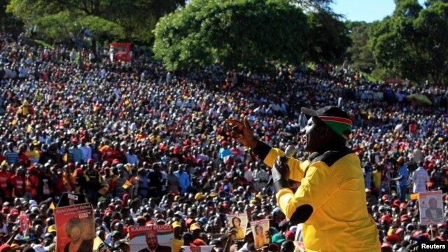 L'ancien ministre William Ruto de la coalition Jubilé s'adresse à des partisans à Nairobi le 12 jan. 2013