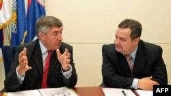 Potpredsednik Vlade Srbije i ministar unutrašnjih poslova Ivica Dačić i šef misije Euleks Gzavije de Marnjak razgovaraju tokom susreta u Palati Srbija u Beogradu.