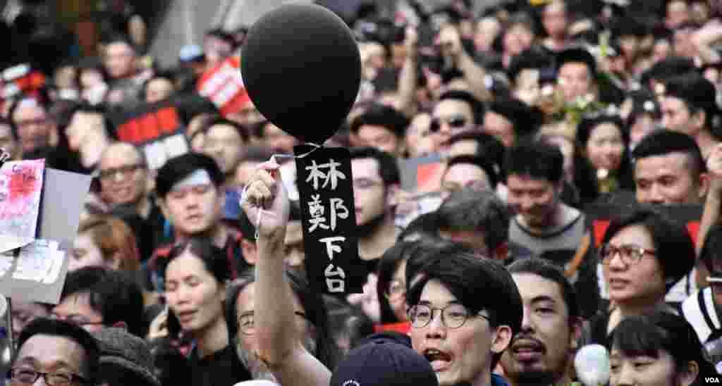 6-16黑色反送中大遊行要求特首林鄭月娥下台。(美國之音湯惠芸拍攝)