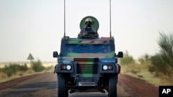 Binh sĩ Pháp trên đường tiến vào Gao, bắc Mali