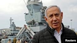 以色列总理内塔尼亚胡今年2月19日视察海法军港。