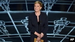 FILE - Julie Andrews presents the award for best original score at the Oscars at the Dolby Theatre in Los Angeles, Feb. 22, 2015.
