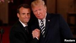 Con Emmanuel Macron, a su lado, el presidente Donald Trump repitió su crítica al acuerdo de congelar el programa nuclear de Irán a cambio del alivio de sanciones.