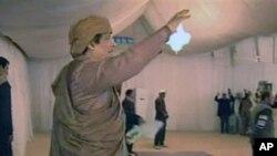 卡扎菲在对他的支持者讲话