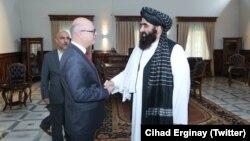 Türkiye'nin Kabil Büyükelçisi Cihad Erginay Afganistan'da Taleban'ın Dışişleri Bakan Vekili Emirhan Muttaki'yle görüştü