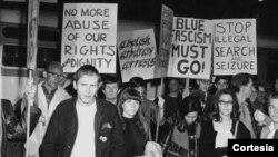 Bar Black Cat del barrio angelino de Silver Lake, fu escenario el 11 de febrero de 1967 de la primera manifestación celebrada en EE.UU. para reivindicar el respeto a las personas LGBT.
