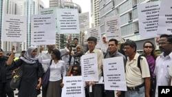 示威者在澳大利亞反對政府與馬來西亞簽訂的交換難民計劃