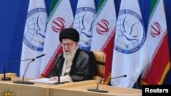Lãnh tụ Tối cao Iran Ali Khamenei phát biểu trước hội nghị thượng đỉnh Phong trào Phi Liên kết tại Tehran, 30/8/2012