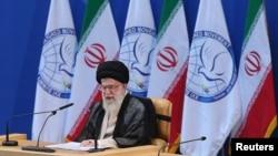 30일 이란 테헤란에서 열린 비동맹국 정상회의에 참석한 이란 최고 지도자 아야톨라 알리 하메네이.
