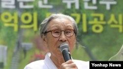 29일 서울 옛 통감관저터에서 열린 '기억의 터' 기공식에서 위안부 김복동 할머니가 발언하고 있다. 기억의 터는 위안부 피해 할머니들을 기억하고 추모하는 공원으로, 오는 8월 15일 완공 예정이다.
