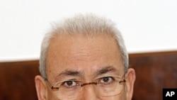 ທ່ານ Burhan Ghalioun, ປະທານສະພາປົກຄອງແຫ່ງຊາດຊົ່ວຄາວ ຊີເຣຍ ກ່າວຕໍ່ສື່ມວນຊົນທີ່ກອງປະຊຸມຕໍ່ນັກຂ່າວ ຫລັງຈາກພົບປະກັບ ທ່ານ Michael Spindelegger ລັດຖະມົນຕີຕ່າງປະເທດອອສ- ເຕຣຍ ທີ່ກຸງວຽນນາ. ວັນທີ 26 ທັນວາ 2011