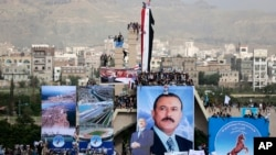 Supporters of former Yemeni President Ali Abdullah Saleh attend a ceremony marking the 35th anniversary of the founding of the Popular Conference Party, in Sana'a, Yemen, Aug. 24, 2017.