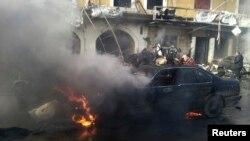 黎巴嫩什叶派城镇赫尔赫梅爆炸现场一辆燃烧的小汽车。(2014年1月16日)