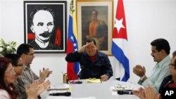委內瑞拉總統查韋斯(中)。