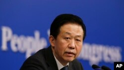 샤오제 중국 재정부장이 7일 베이징에서 열린 전인대 기자회견에서 발언하고 있다.