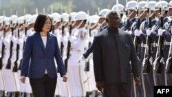 所羅門群島總理梅納西•索加瓦雷與蔡英文資料照。